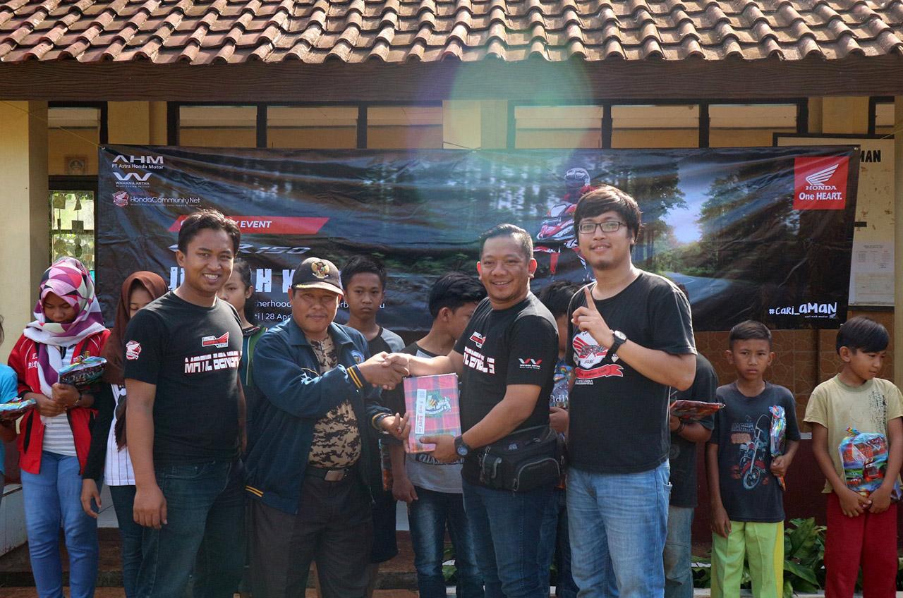 Asosiasi Honda Jakarta Turing Sambil Beramal