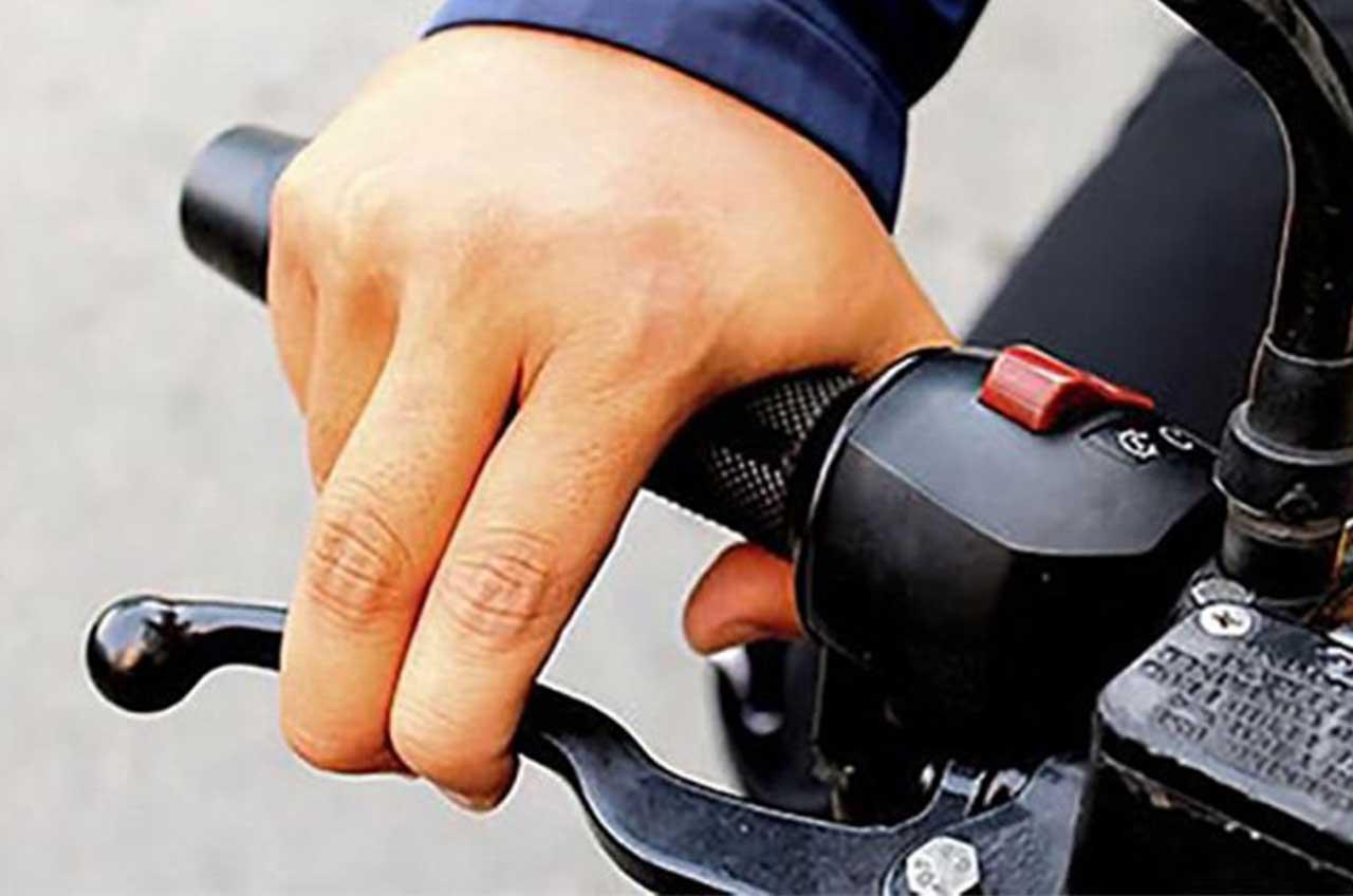 5 Tips Merawat Sepeda Motor Saat Musim Hujan