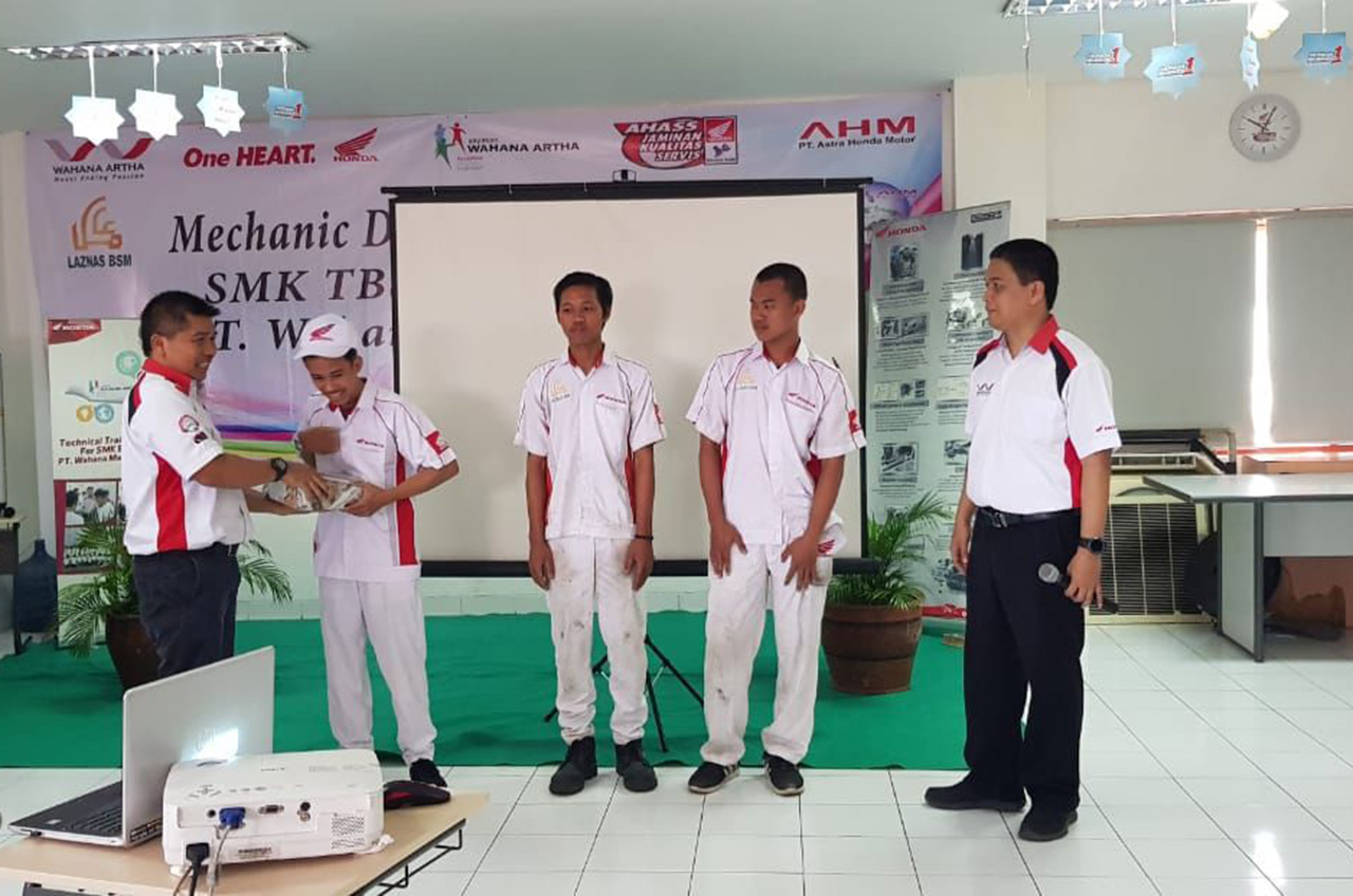 Mechanic Development Program Upaya Total Wahana Dukung Pendidikan SMK