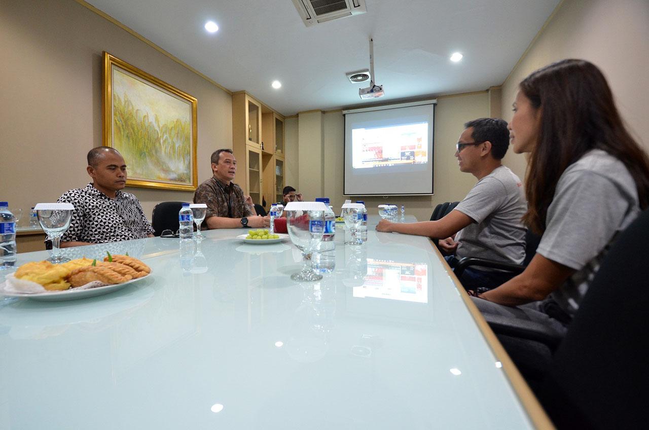 Lampu Sollar Sell SMK Tangerang 'Terangi' Pengungsi Palu