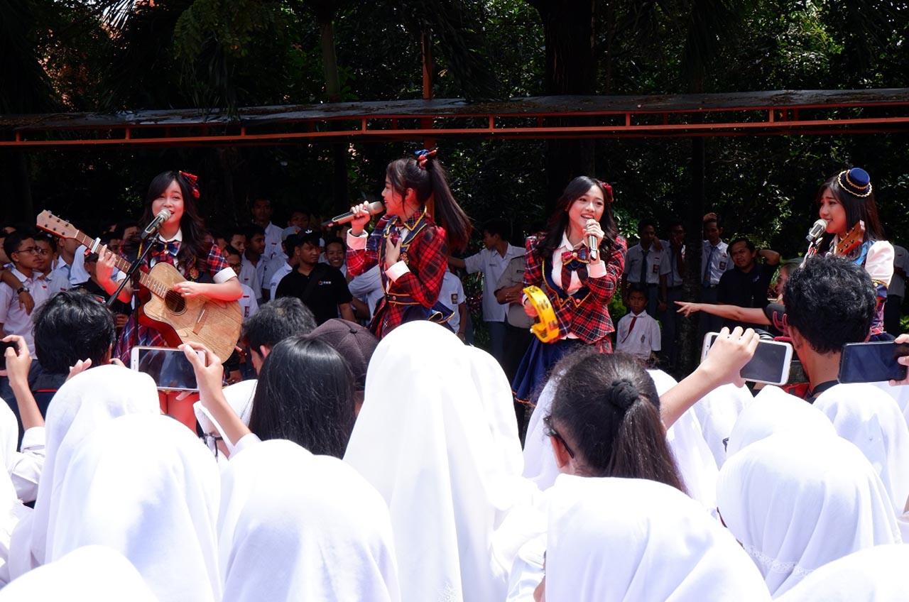Berkat Disiplin Dan Kerapihan, Petugas Keamanan Sekolah Dapat Apresiasi