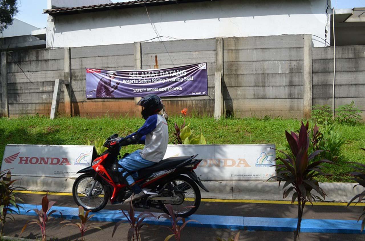 Sambut Tahun Baru Cina - Tema Unik Di Pelatihan Safety Riding, Cari Aman Saat Cari Angpao