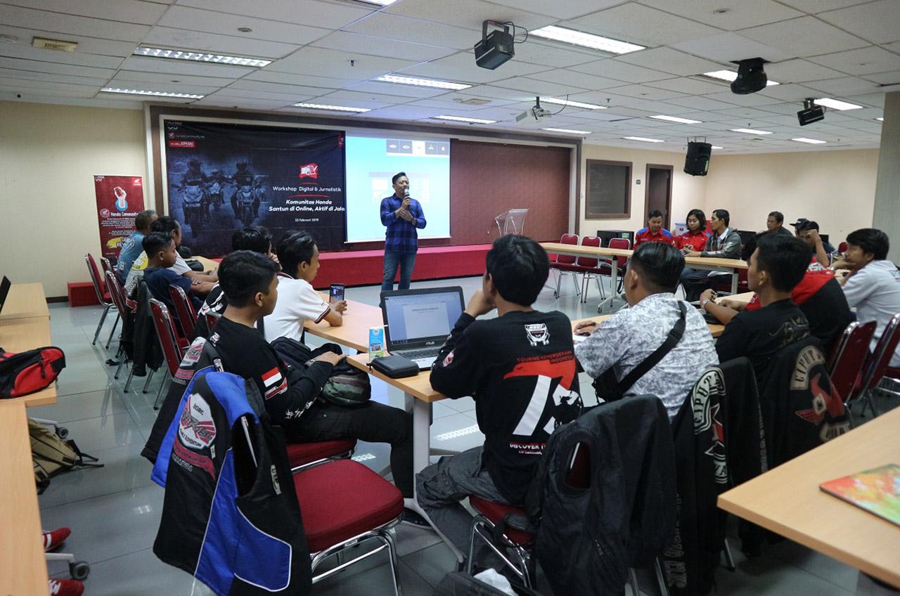 Anggota Komunitas Honda Belajar Ilmu Anak 'Milenial'