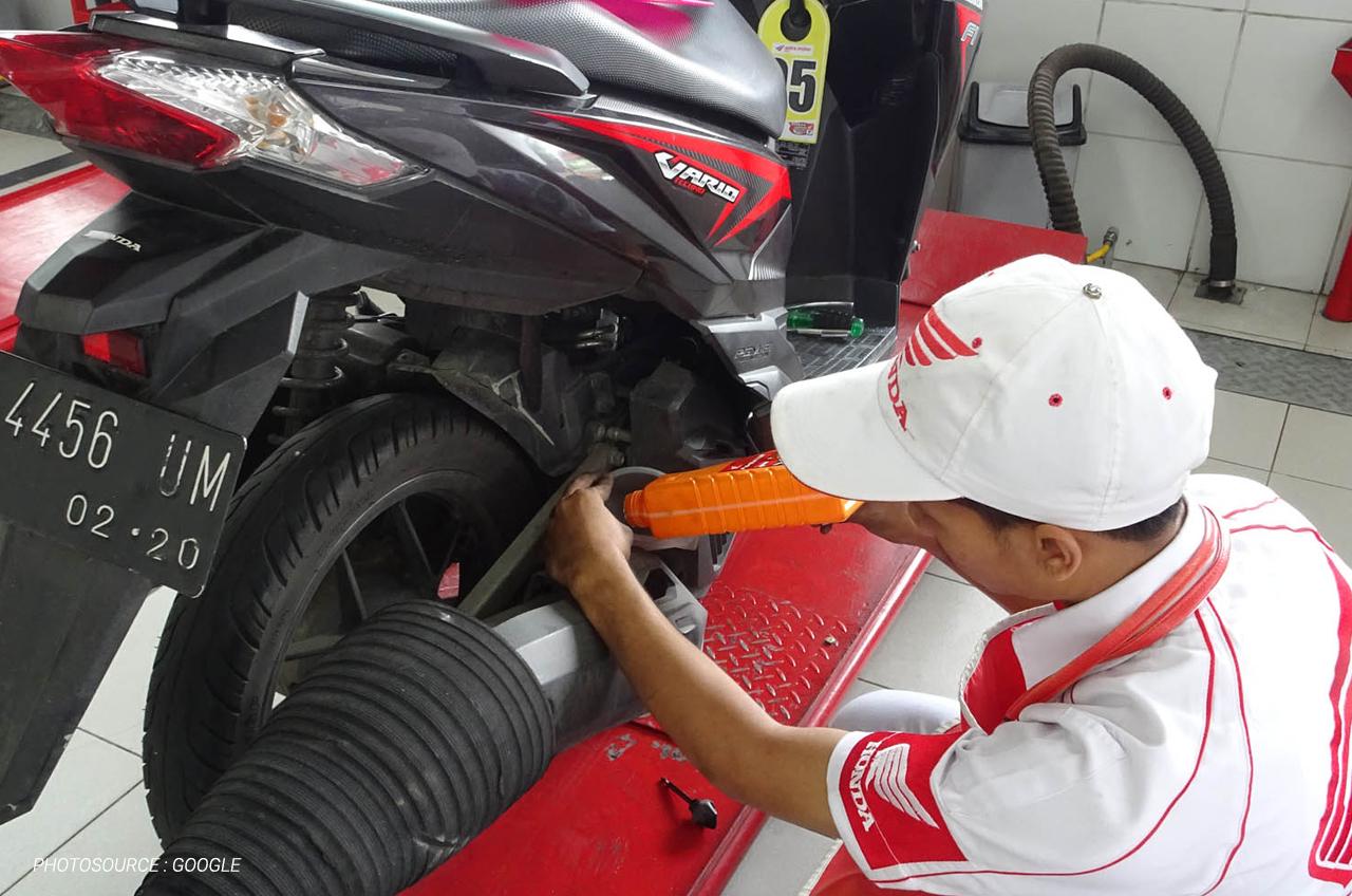 Cek Oli Mesin Motormu, Ini Caranya!