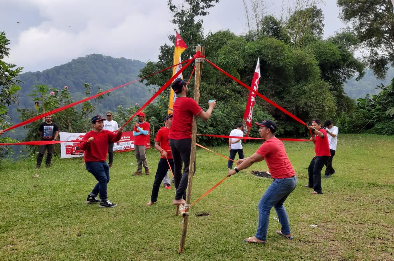 Tingkatkan Kualitas Layanan, Training Dilakukan Ala Camping