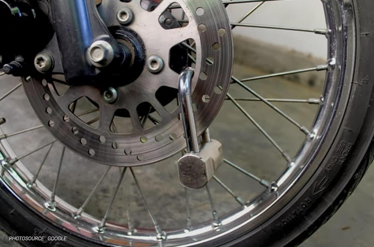Tak Hanya Kunci Stang, 4 Cara Ini Juga Efektif Lindungi Motor Dari Sergapan Maling