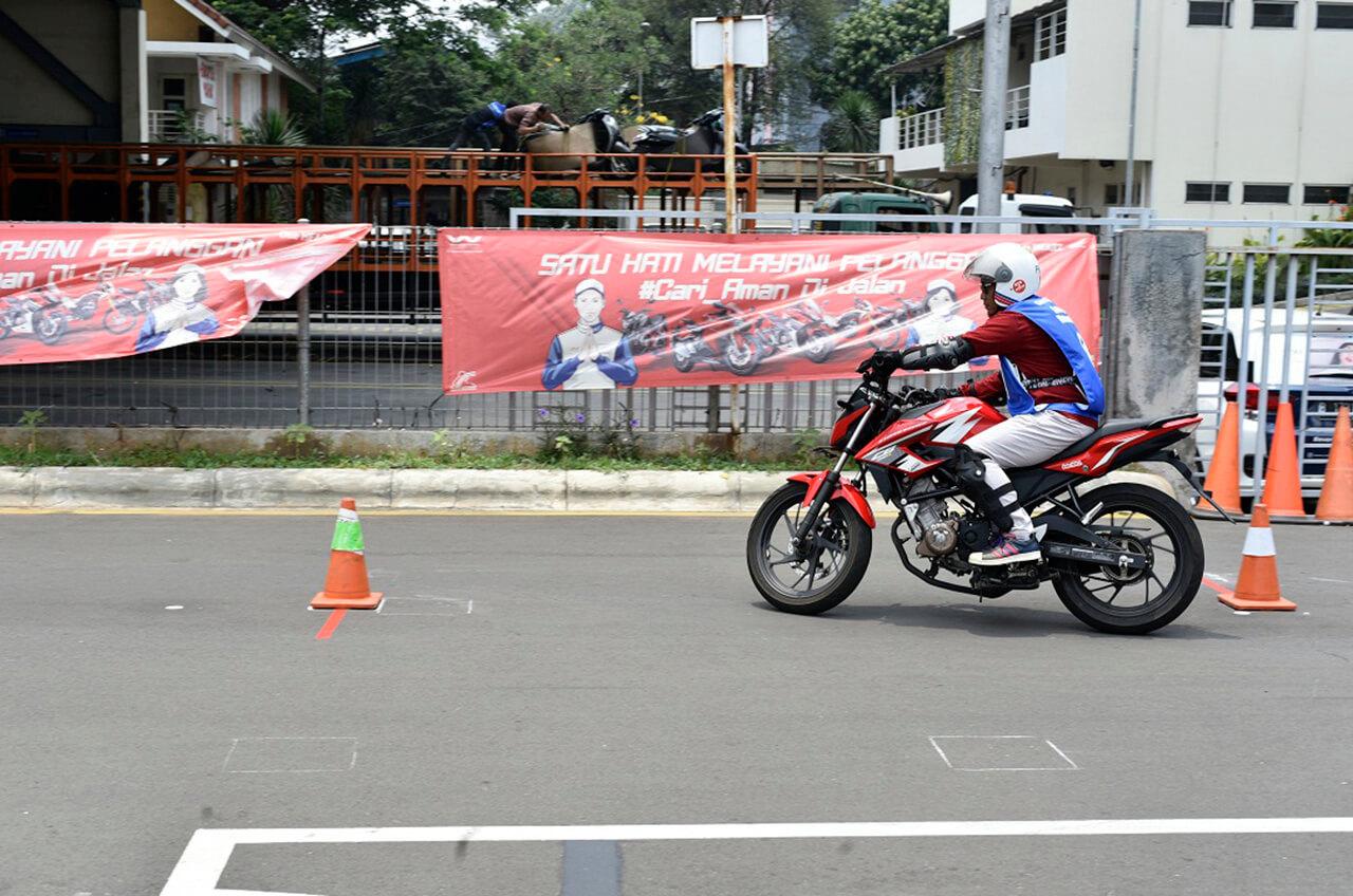 Blogger Dan Vlogger Belajar Safety Riding Dengan Kontes