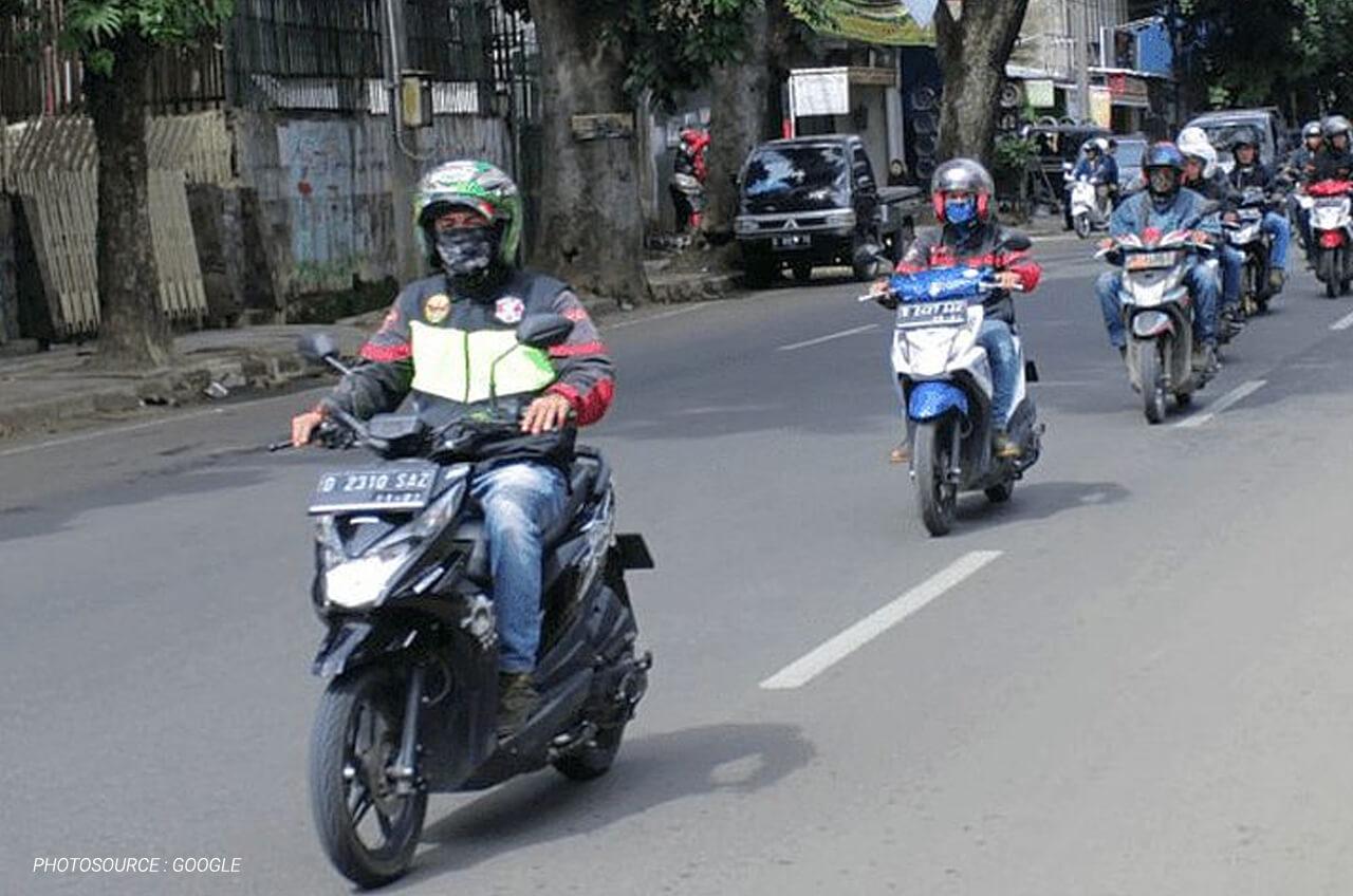 Jarak Aman Berkendara Sepeda Motor Itu Berapa Sih