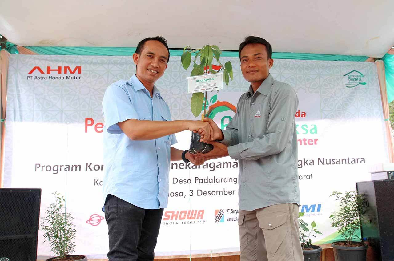 Resmikan Astra Honda Pranaraksa Center, AHM Tanam 1.000 Pohon Buah Langka