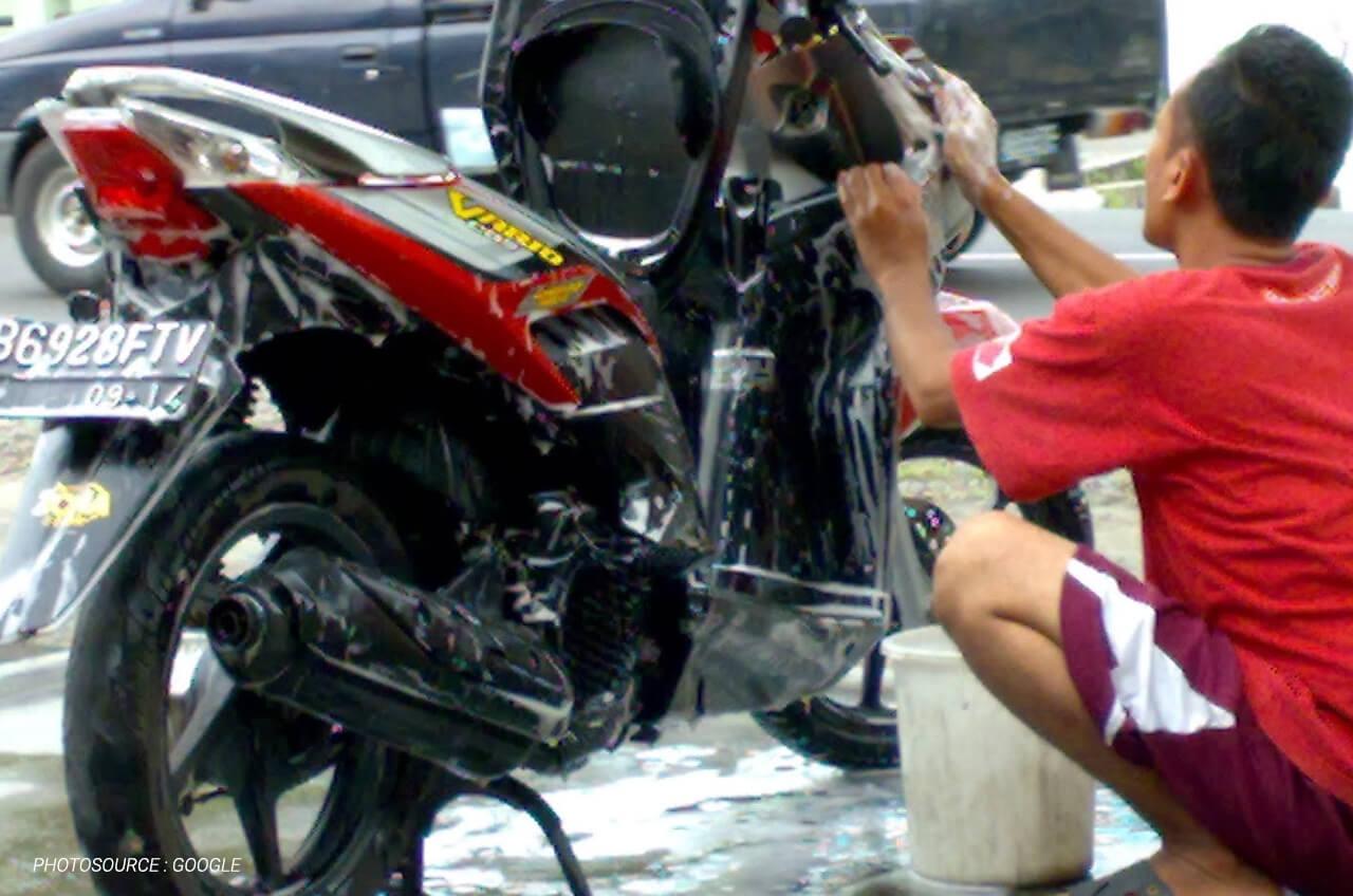 Cuci Motor Ga Harus Ke Tempat Cucian, Kamu Juga Bisa Sendiri