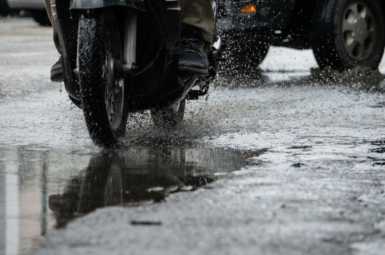 5 Tips Berkendara Di Musim Hujan5 Tips Berkendara Di Musim Hujan