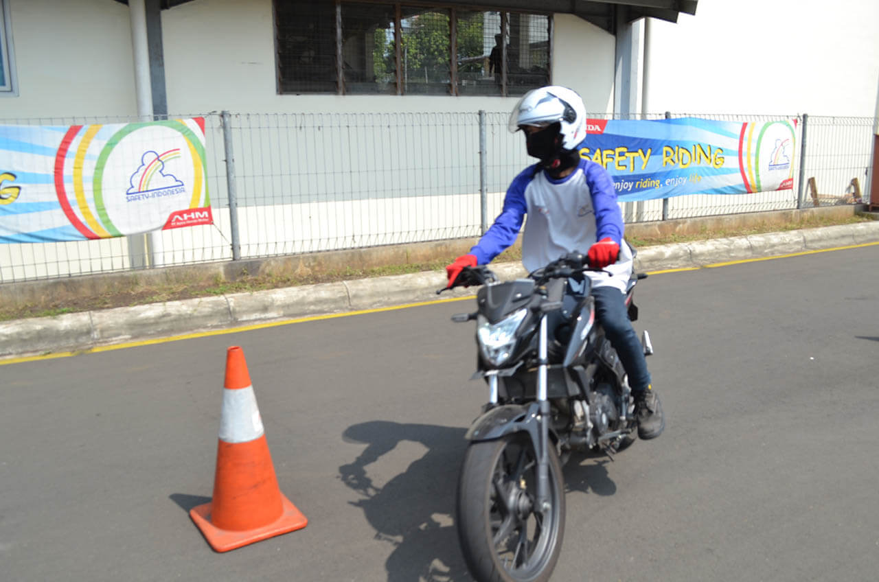 Macam-Macam Bentuk Latihan Safety Driving, Menarik!