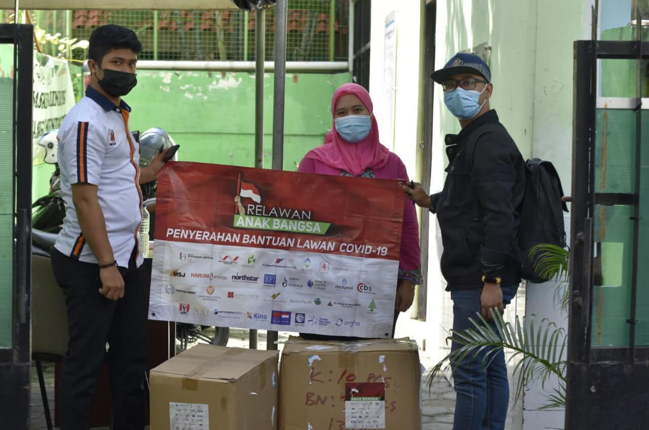 Relawan Anak Bangsa Berikan Bantuan Wilayah Zona Merah