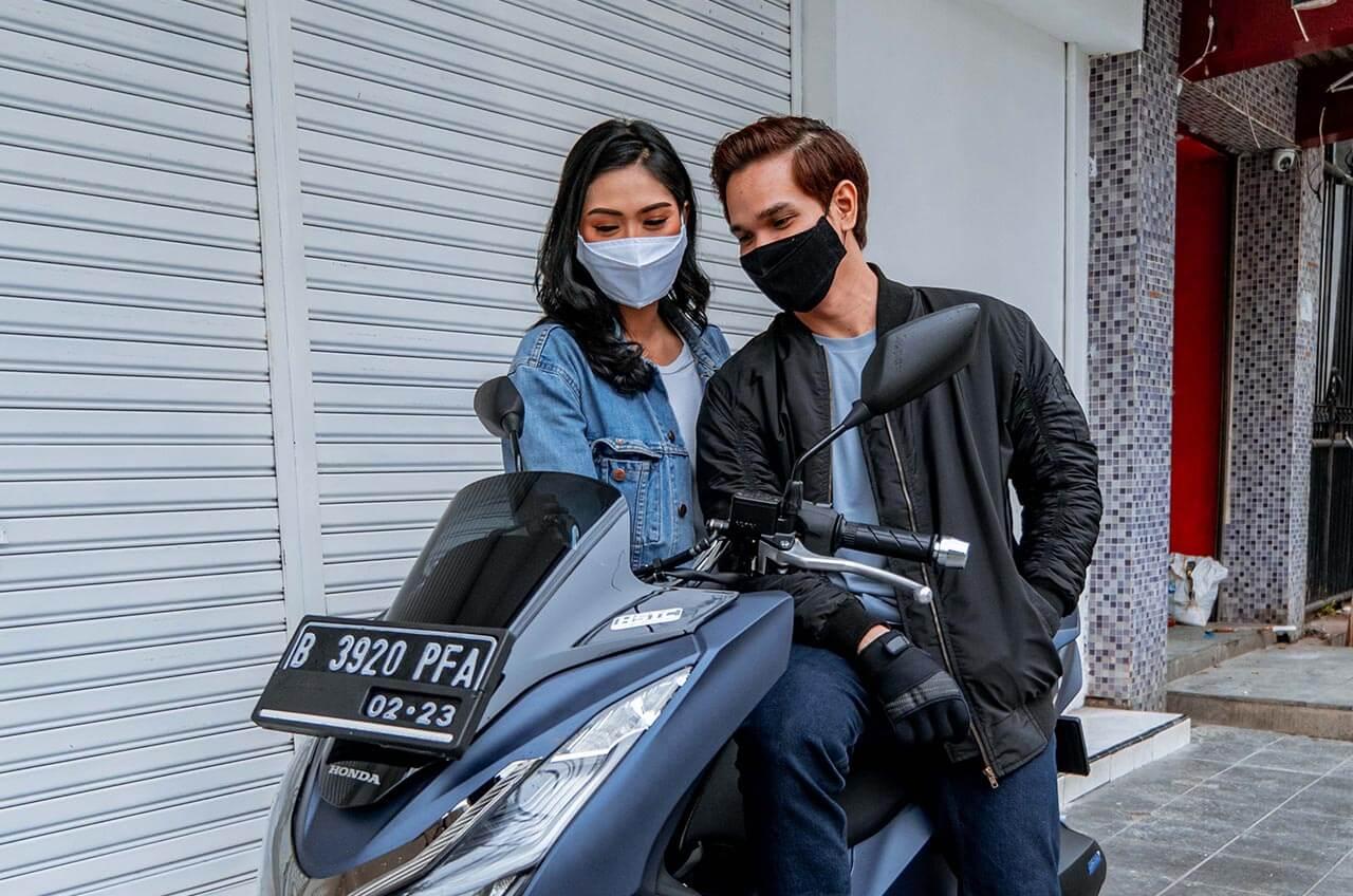 Naik Motor Tetap Harus Pakai Masker, Ini Caranya Yang Benar